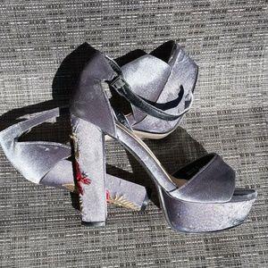 TODAYS DEAL ❤️Amazing Velvet Sandals